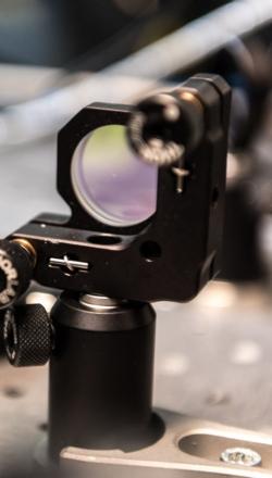 femtosecond-laser-817c6b72f0fd443234428f60161d9f39.jpg